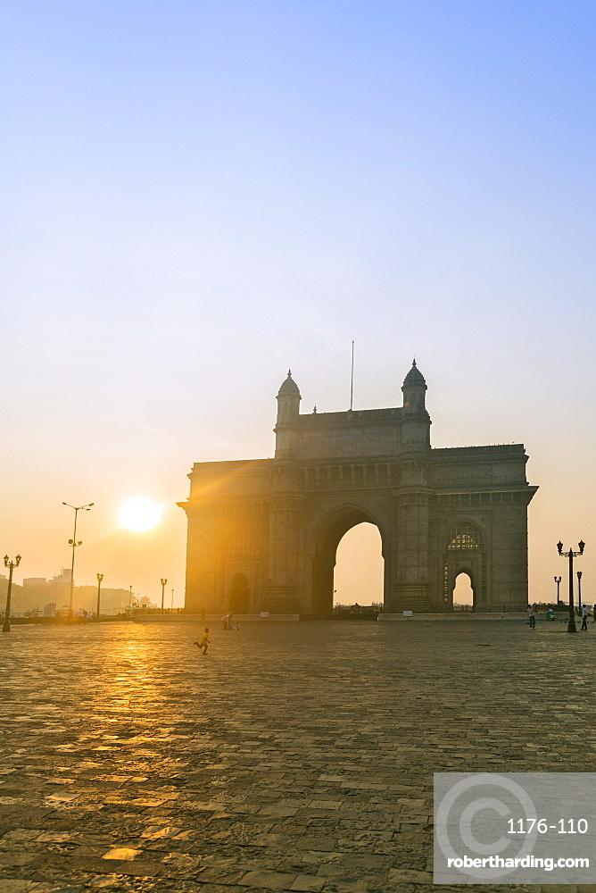 The Gateway of India at dawn, Mumbai, Maharashtra, India, Asia
