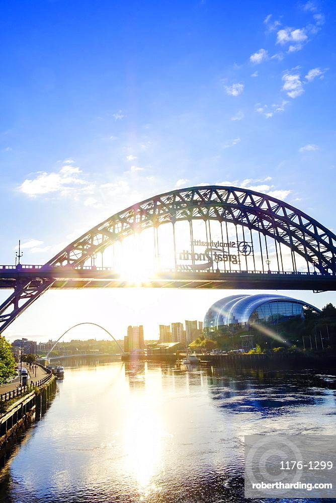 The Sage Arts Centre and Tyne Bridge over the Tyne River, Gateshead, Newcastle-upon-Tyne, Tyne and Wear, England, United Kingdom, Europe