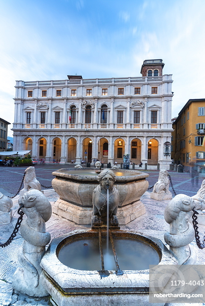 Contarini Fountain and Biblioteca Civica Angelo Mai, Piazza Vecchia, Città Alta (Upper Town), Bergamo, Lombardy, Italy