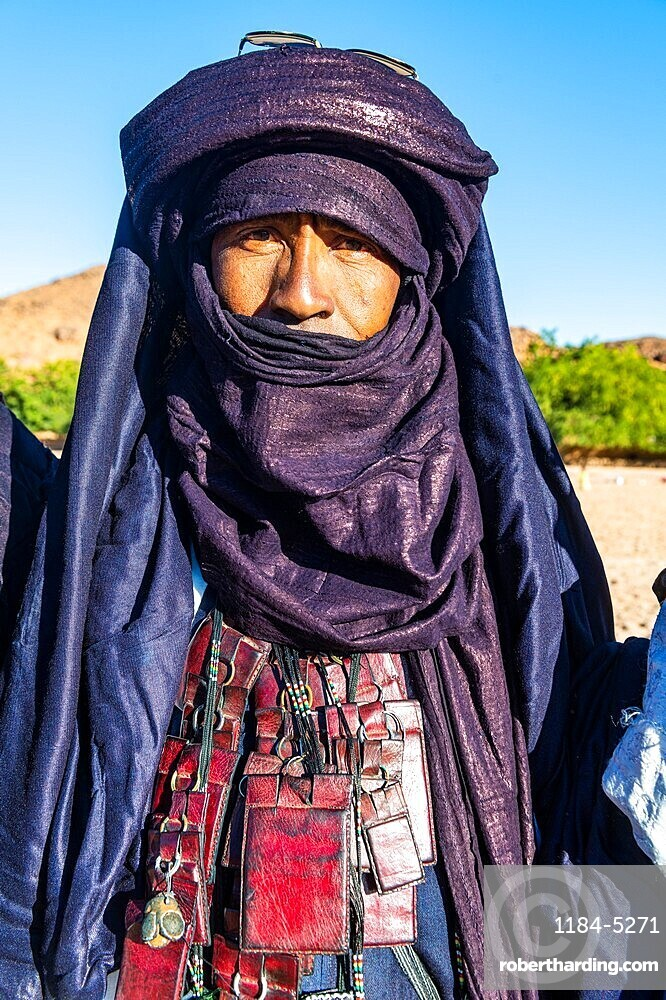 Traditional dressed Tuareg, Oasis Timia, Air mountains, Niger