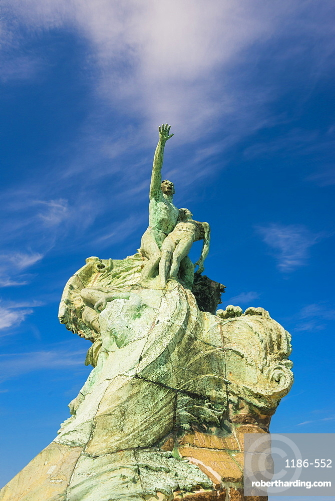 Statue in the old port, Marseille, Bouches du Rhone, Provence, Provence-Alpes-Cote d'Azur, France, Mediterranean, Europe