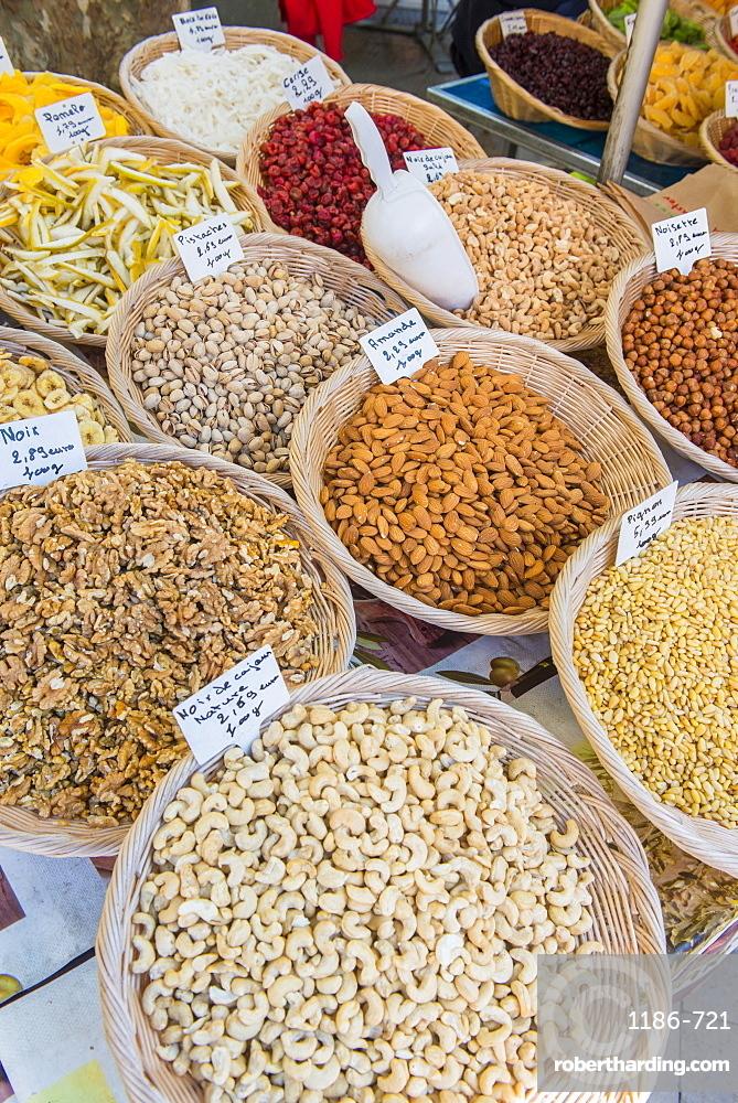 Market, Aix en Provence, Bouches du Rhone, Provence, Provence-Alpes-Cote d'Azur, France, Europe