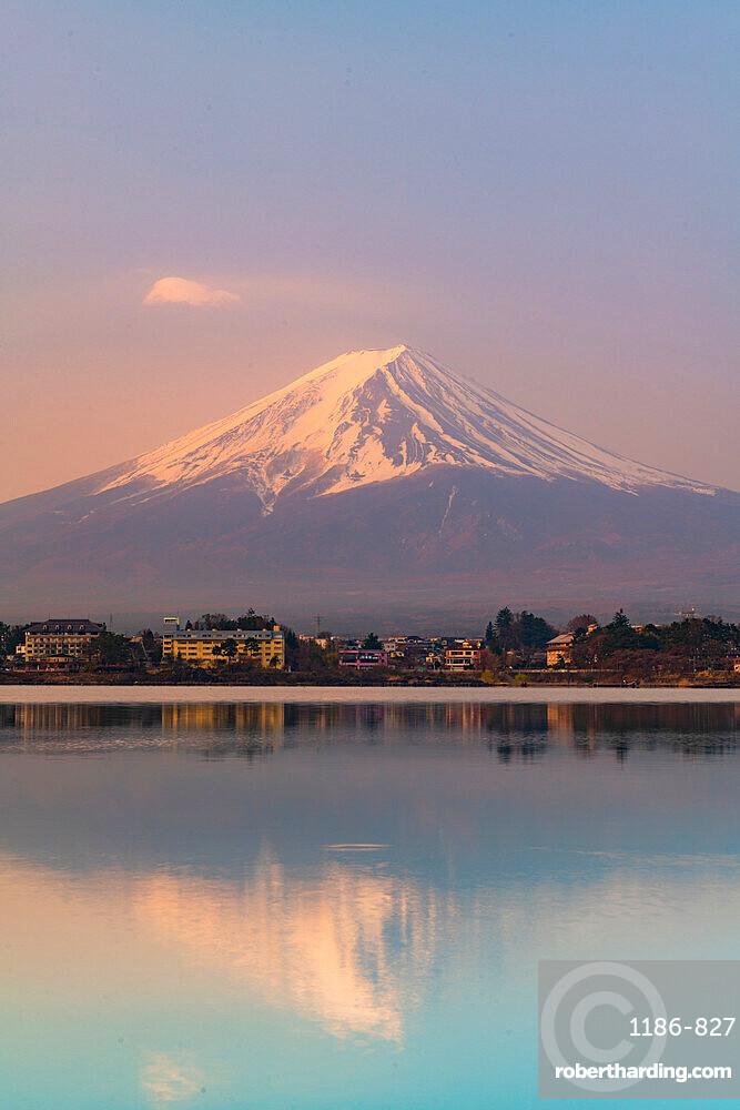 Sunrise over mount Fuji reflecting in Lake Kawaguchi