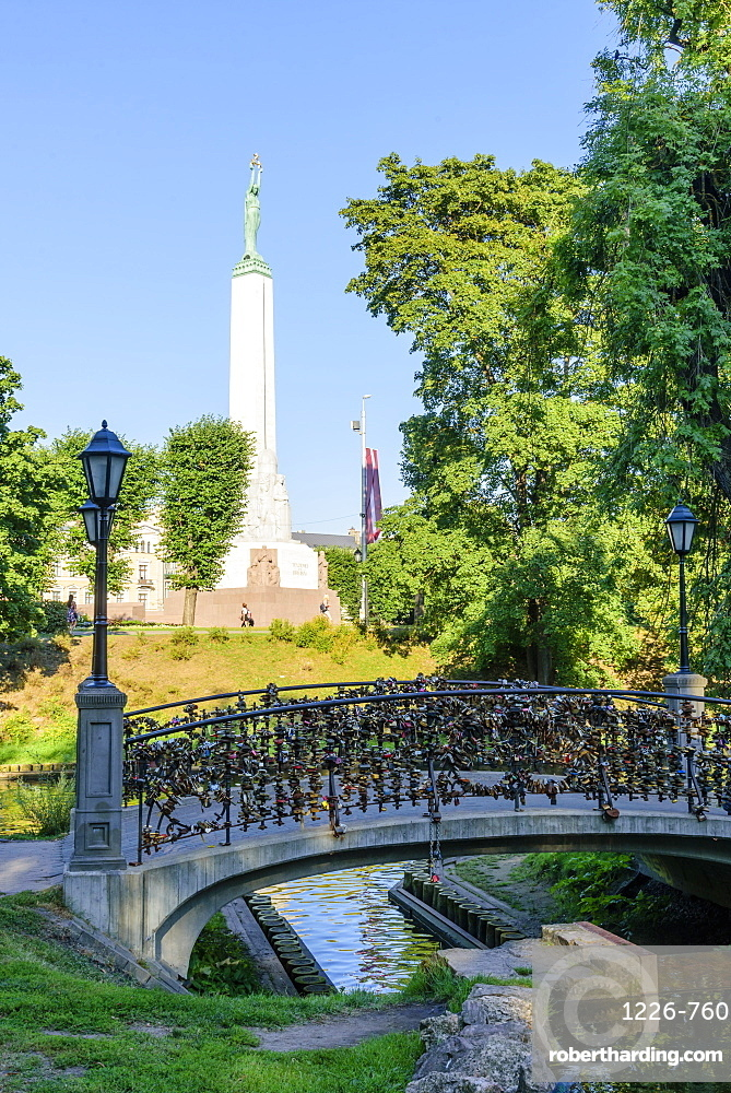 Freedom Monument, Bastejkalna Parks, Riga, Latvia, Europe