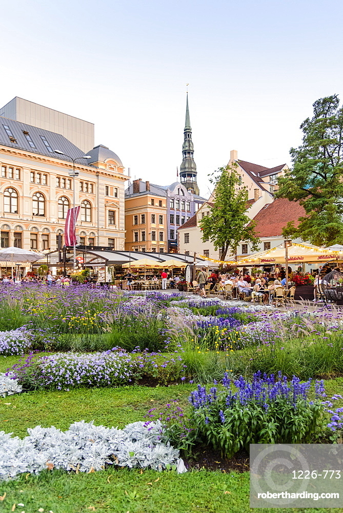 Livu Square, Old Town, UNESCO World Heritage Site, Riga, Latvia, Europe