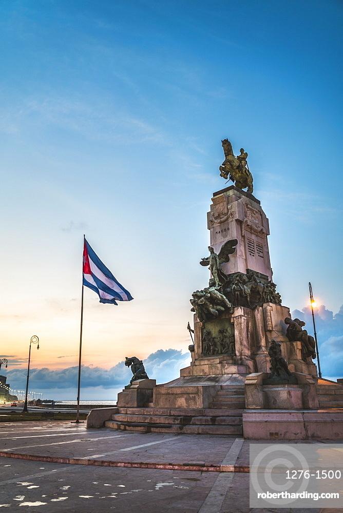 Monumento al General Antonio Maceo at dusk, Malecon, La Habana (Havana), Cuba, West Indies, Caribbean, Central America