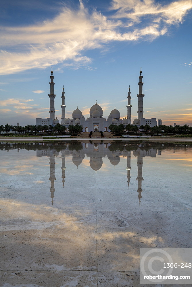 The Sheikh Zayed Grand Mosque at sunset, Abu Dhabi, United Arab Emirates, Middle East