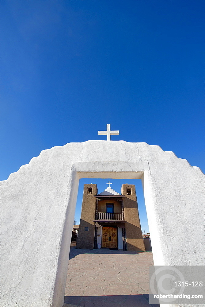 Adobe church at Taos Pueblo, UNESCO World Heritage Site, Taos, New Mexico, United States of America, North America