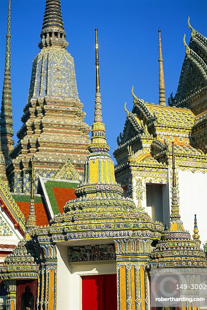 Ceramic decoration on spires and roof of the temple of Wat Pho in Bangkok, Thailand, Asia *** Local Caption ***
