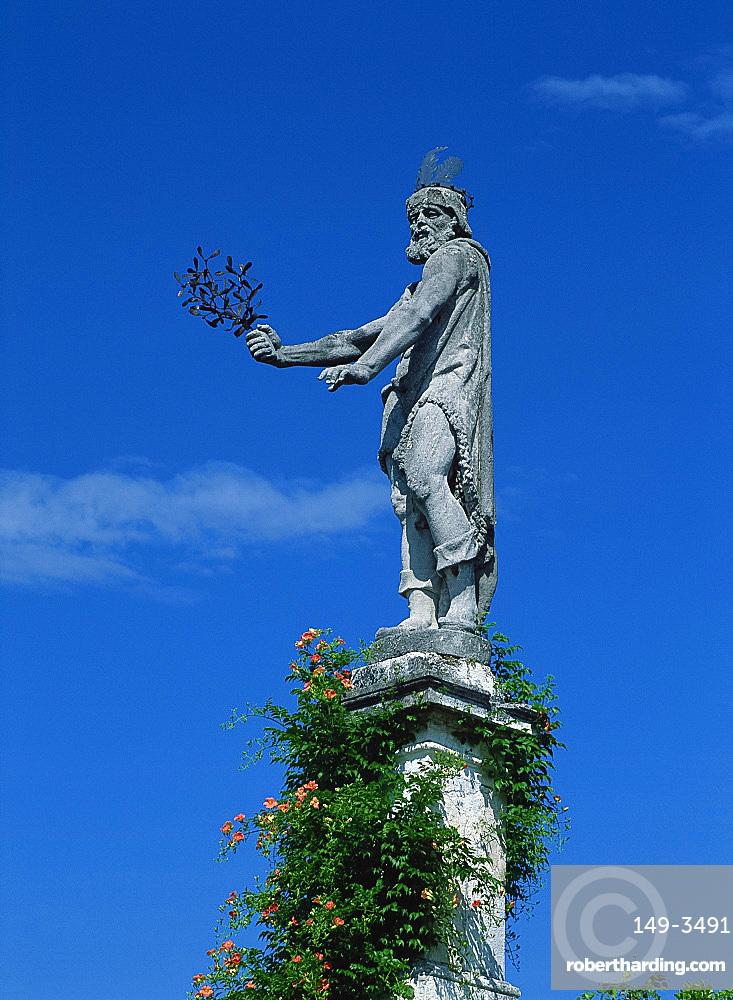 Statue on Isola Bella on Lake Maggiore, in Piemonte, Italy, Europe