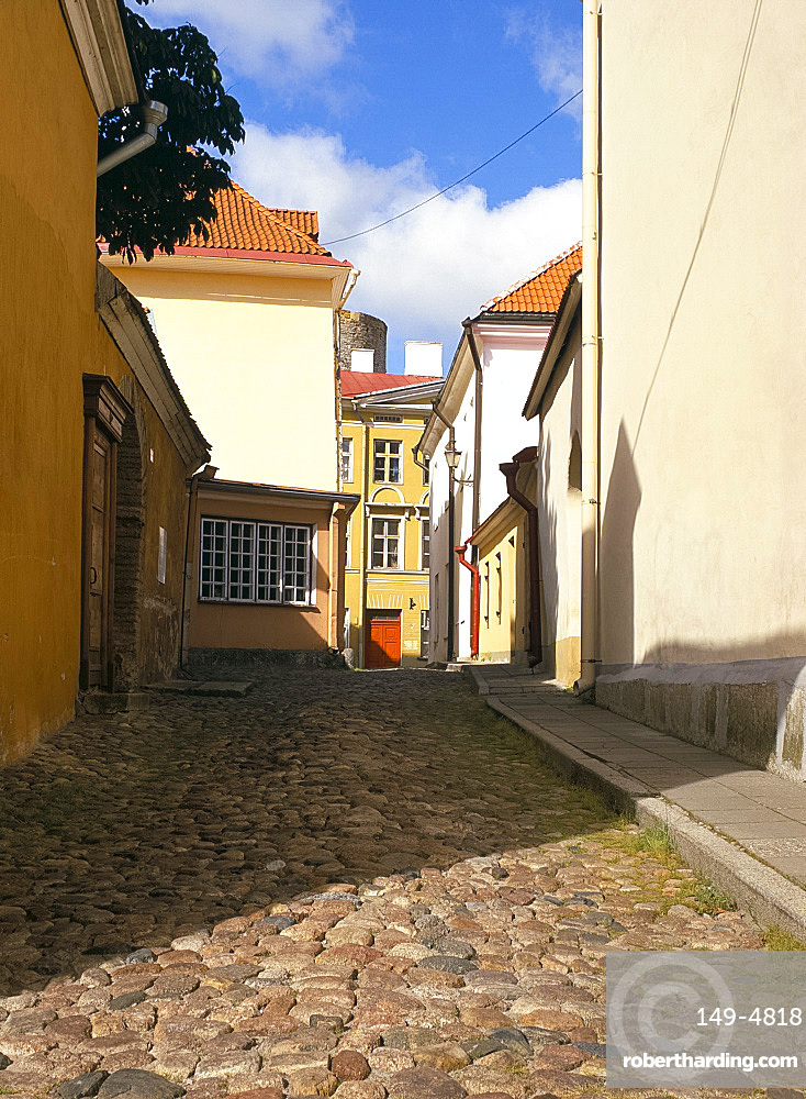 Cobblestone street in the Toompea area, Tallinn, Estonia, Baltic States, Europe
