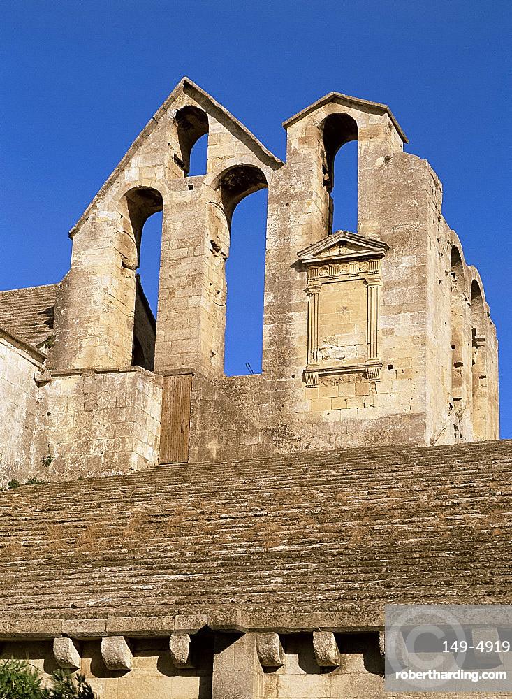 Old windows, Abbay de Montmajour, near Arles, Bouches-du-Rhone, Provence, France, Europe