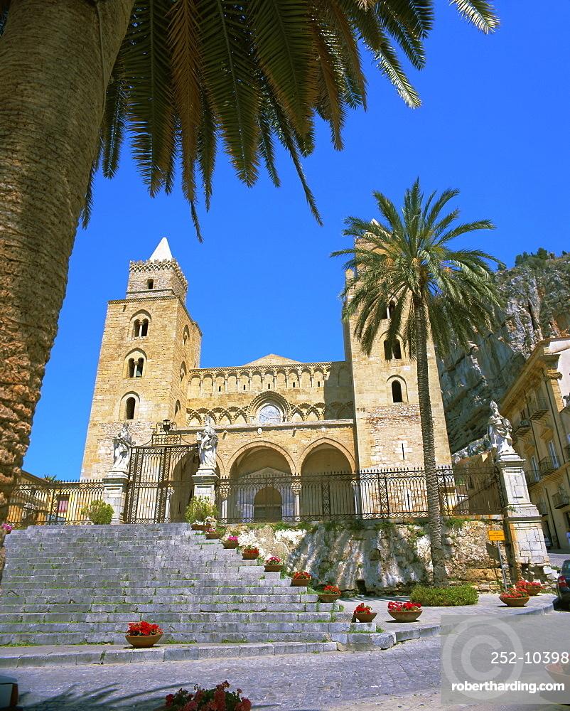 Plaza del Duomo (Cathedral), Cefalu, Sicily, Italy, Europe