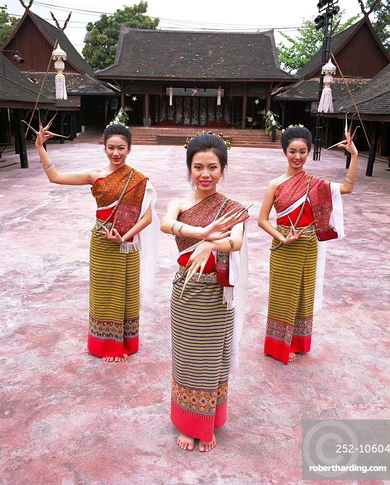 Traditional Thai dancers, Old Chiang Mai Cultural Centre, Chiang Mai, Thailand, Southeast Asia, Asia