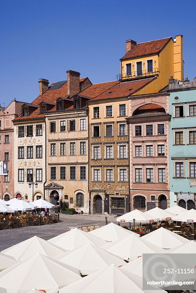 Cafes in the Old Town Square (Rynek Starego Miasto), with rebuilt medieval buildings, Old Town (Stare Miasto), UNESCO World Heritage Site, Warsaw, Poland, Europe