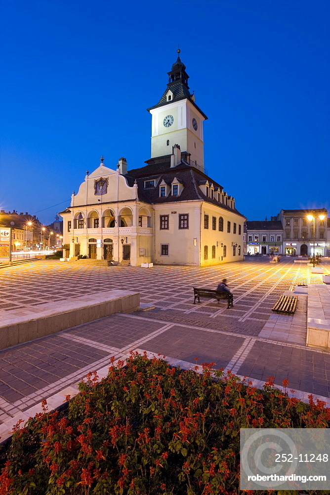 The Council House (Casa Sfatului), dating from 1420 topped by a Trumpeter's Tower, the old city hall now houses the Brasov Historical Museum, illuminated at dusk, Piata Sfatului, Brasov, Transylvania, Romania, Europe