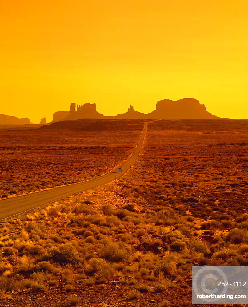 Route 163 to Monument Valley, Utah, USA