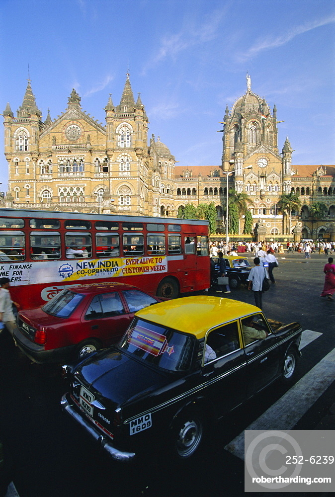 Traffic in front of the station, Victoria Railway Terminus, Mumbai (Bombay), Maharashtra State, India