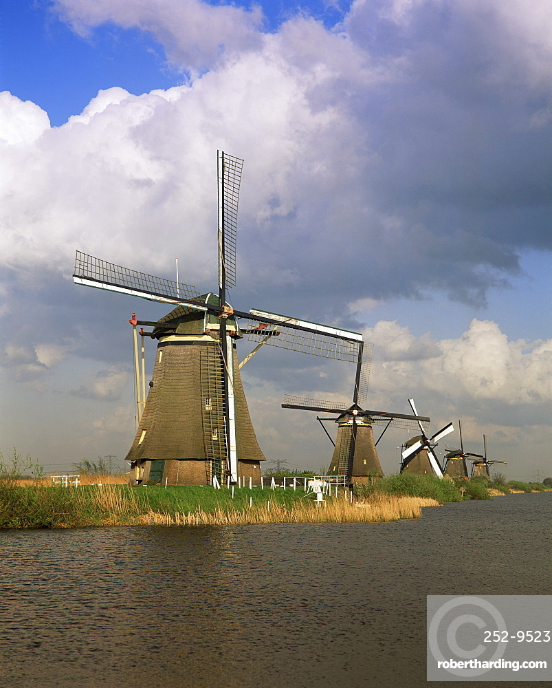 Canal and windmills at Kinderdijk, UNESCO World Heritage Site, Holland, Europe