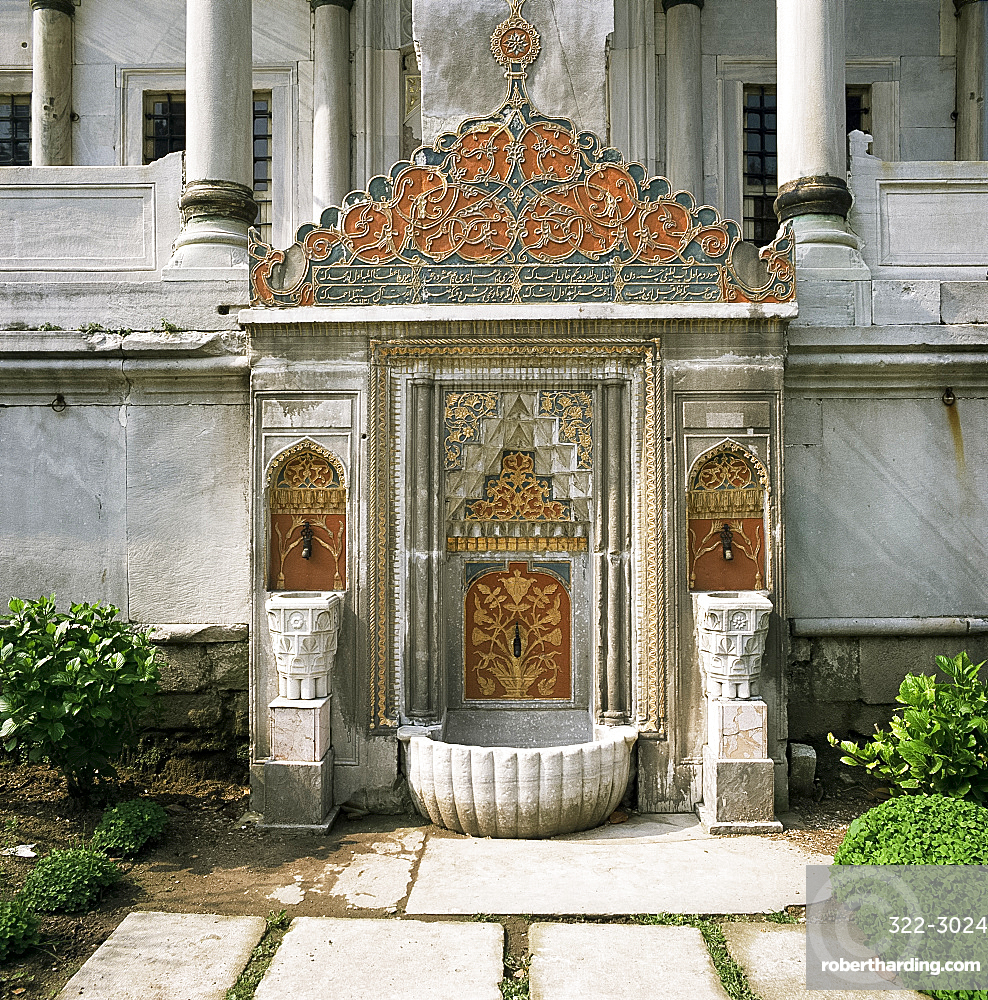 Fountain by Library of Ahmet III, Topkapi Palace, UNESCO World Heritage Site, Istanbul, Turkey, Europe