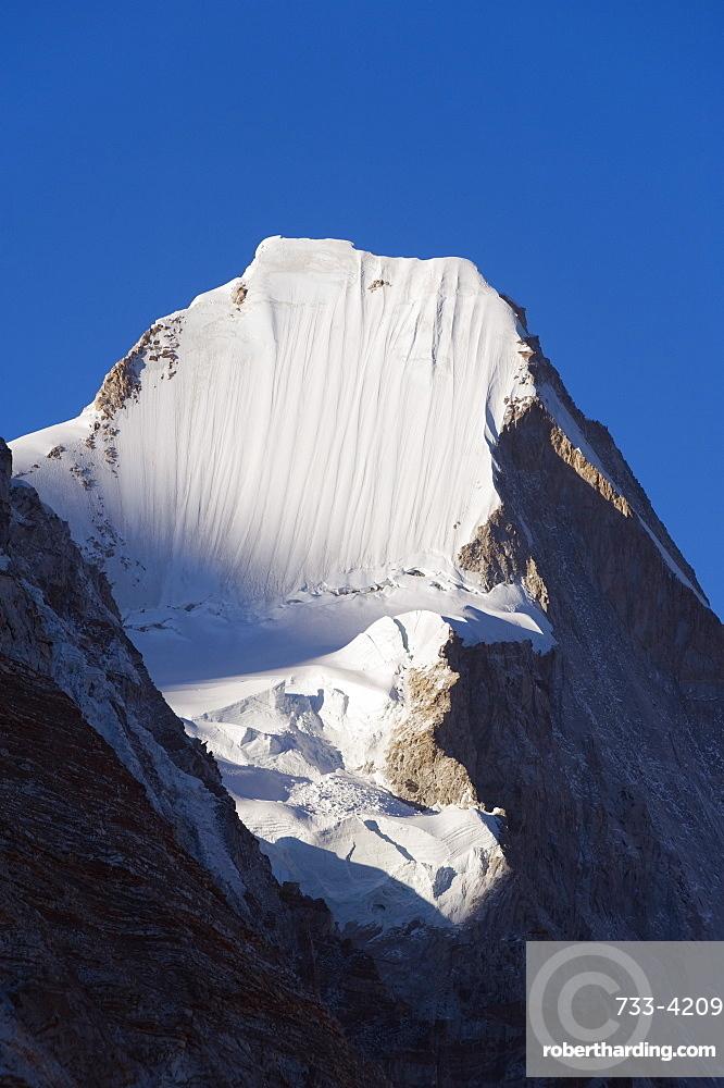 Lingtren, 6697m, Solu Khumbu Everest Region, Sagarmatha National Park, Himalayas, Nepal, Asia