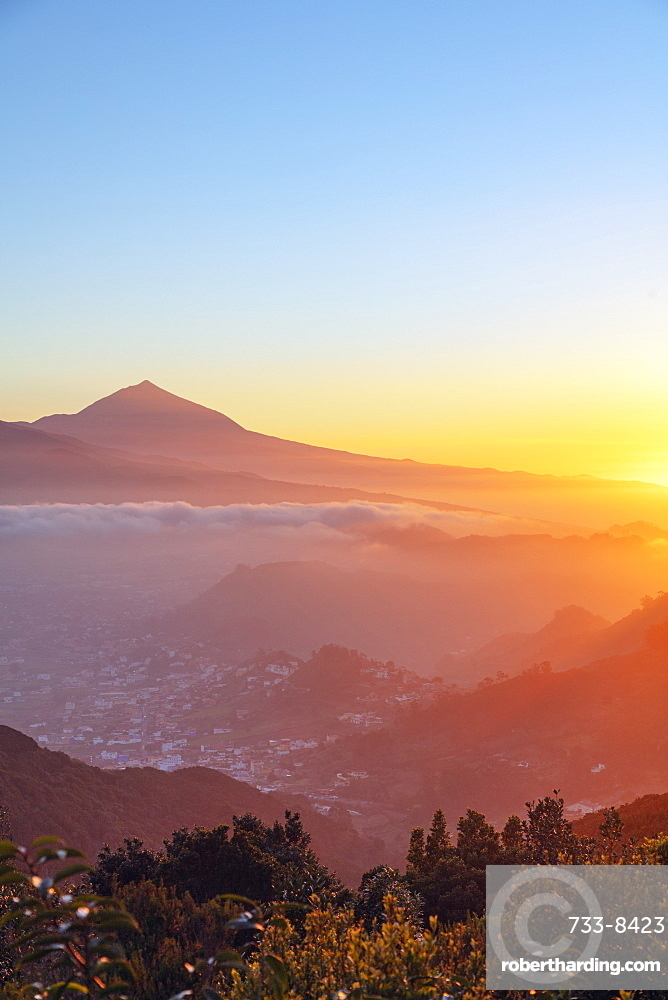 Sunset, Pico del Teide, 3718m, highest mountain in Spain, Teide National Park, UNESCO World Heritage Site, Tenerife, Canary Islands, Spain, Atlantic, Europe