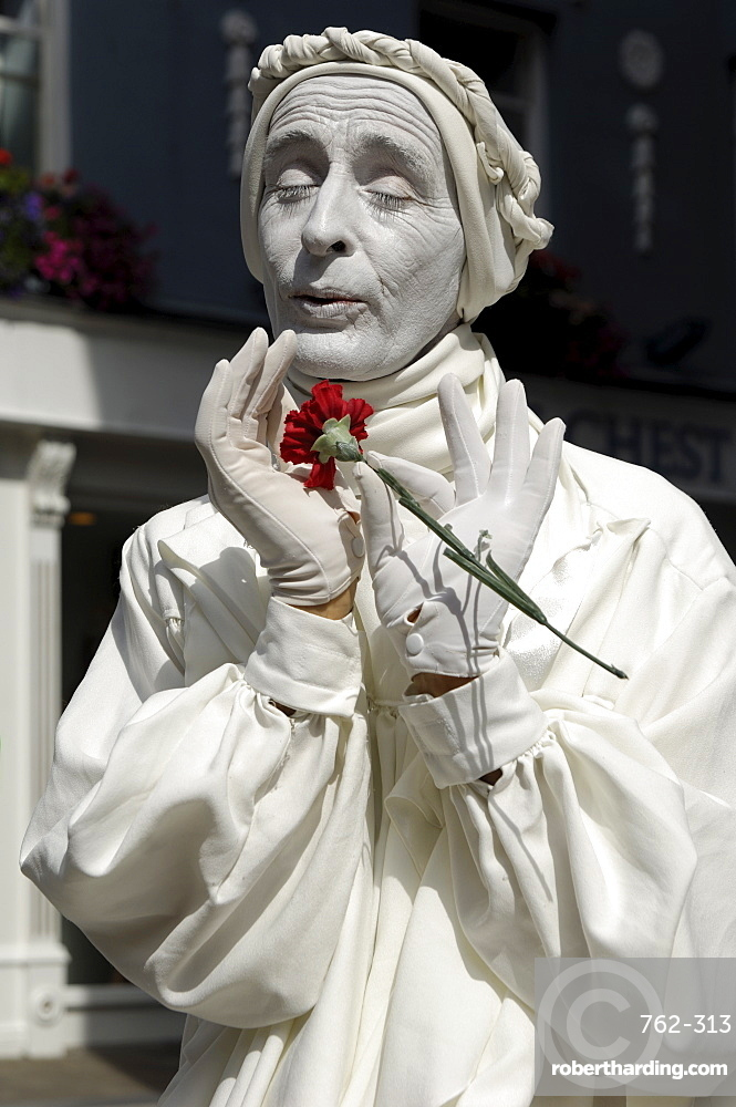 Human statue, street performer, Galway, County Galway, Connacht, Republic of Ireland, Europe