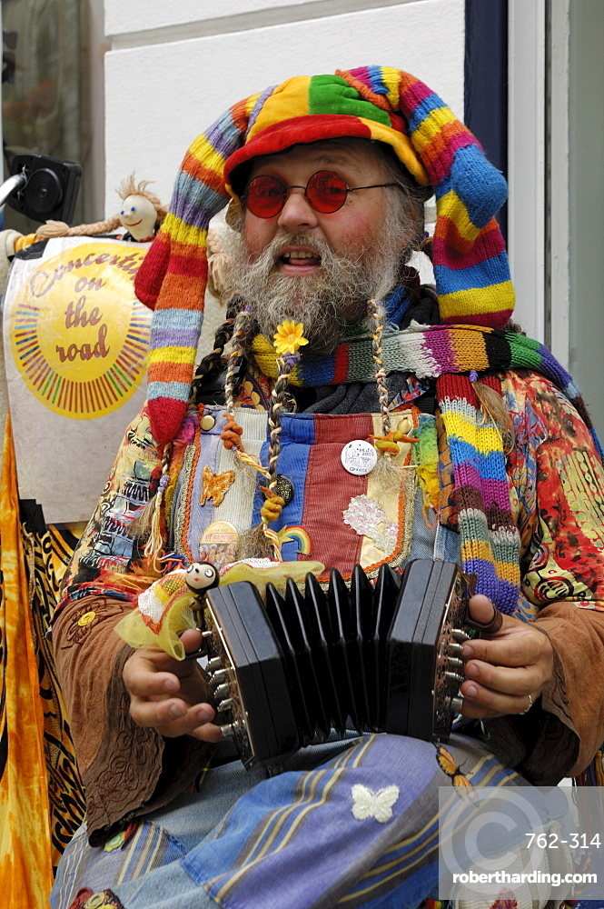 Colourful busker, Galway, County Galway, Connacht, Republic of Ireland, Europe