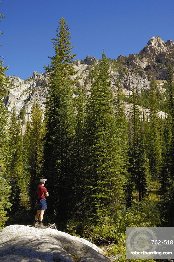 Admiring the view, Sawtooth Mountains, Sawtooth Wilderness, Sawtooth National Recreation Area, Rocky Mountains, Idaho, United States of America, North America
