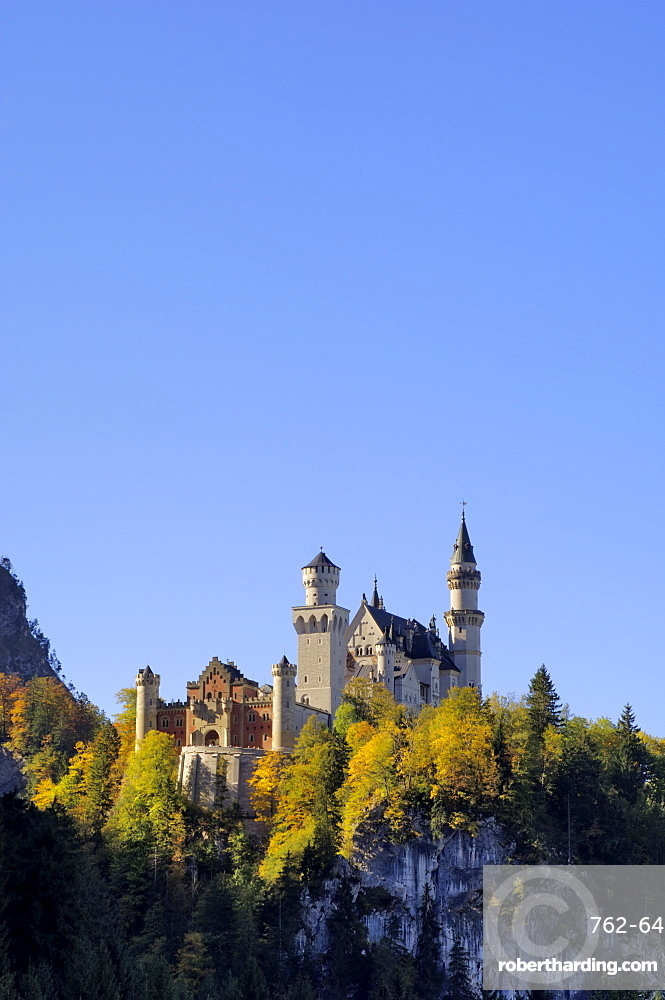 Schloss Neuschwanstein, fairytale castle built by King Ludwig II, near Fussen, Bavaria (Bayern), Germany, Europe