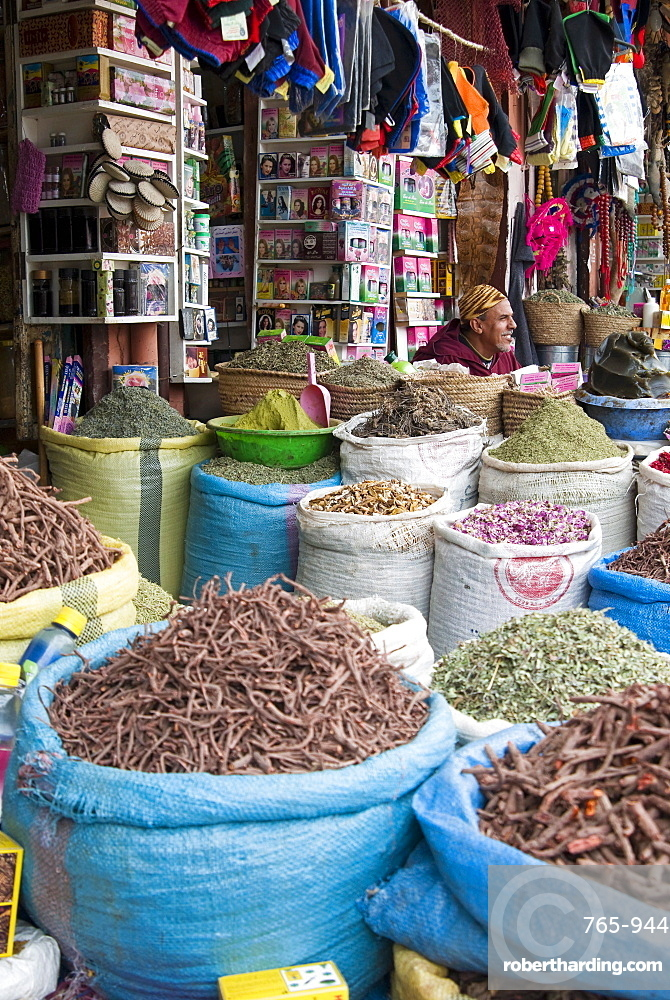 Spices and herbs for sale in the souk, Medina, Marrakech (Marrakesh), Morocco, North Africa, Africa