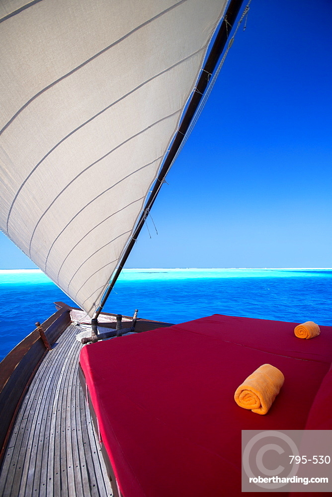 Sailing in traditional dhoni, Maldives, Indian Ocean, Asia