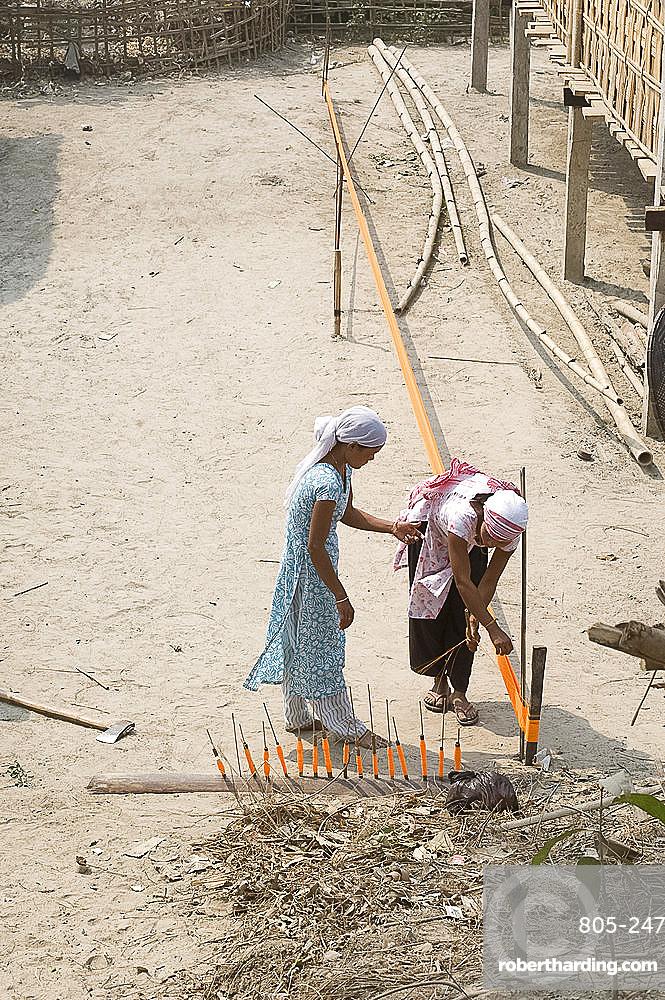 Assamese tribal village women spinning sari length cotton, Majuli Island, Assam, India, Asia