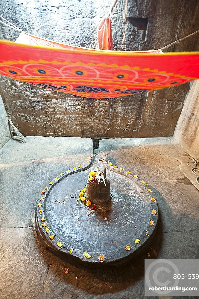 Shiva lingum and yoni, symbol of goddess Shakti, decorated with marigolds, in the Parasurameswar temple, Bhubaneshwar, Orissa, India, Asia