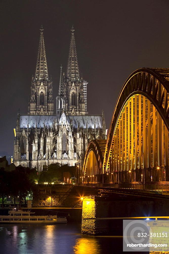 Hohenzollern Bridge, illuminated at night, Cologne Cathedral behind, Cologne, North Rhine-Westphalia, Germany, Europe