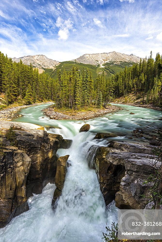 Sunwapta Falls, at Icefields Parkway, Highway 93, Sunwapta River, Jasper National Park, Rocky Mountains, Alberta, Canada, North America