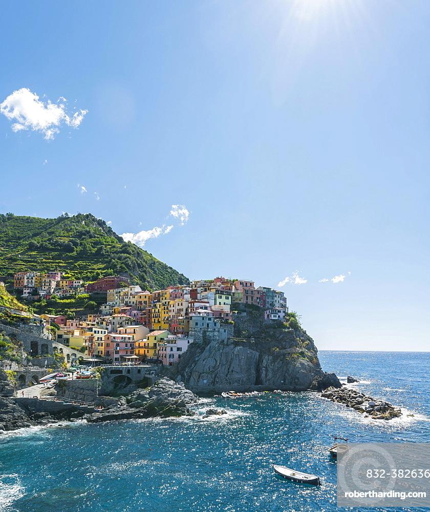 Colorful houses on cliffs, Manarola, Riomaggiore, Cinque Terre, La Spezia, Liguria, Italy, Europe