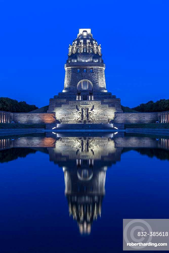 Monument to the Battle of Nations in the evening light, water reflection, Leipzig, Saxony, Germany, Europe