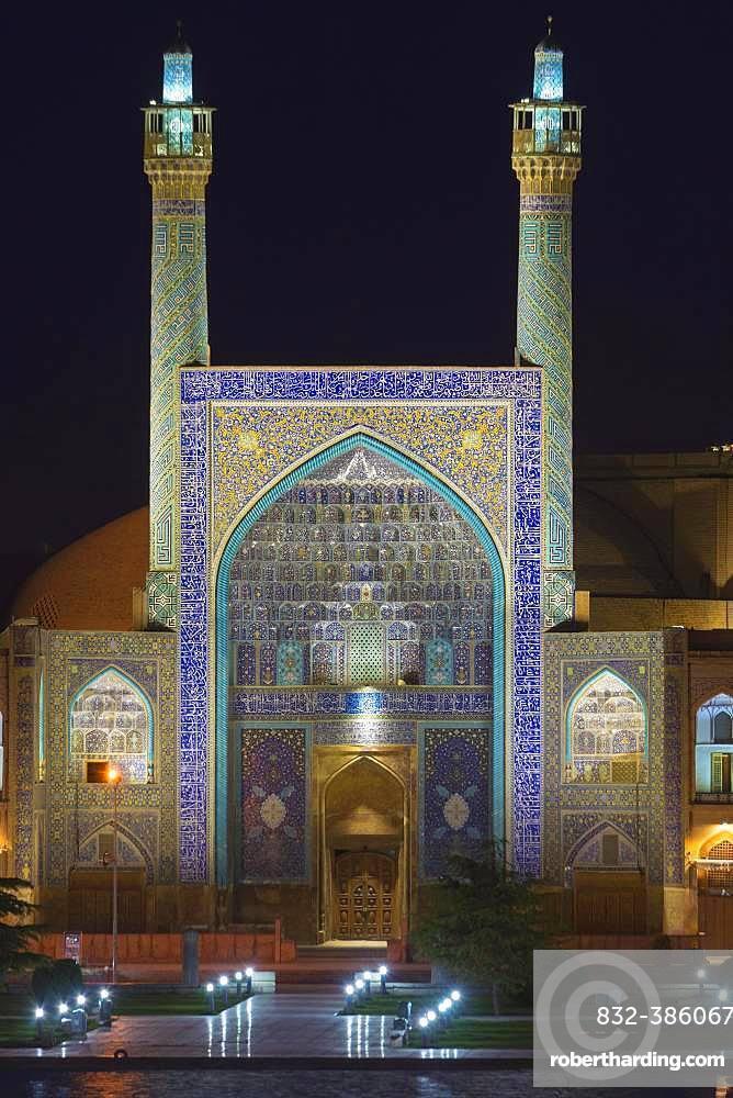 Masjed-e Imam Mosque at night, Maydam-e Iman square, Esfahan, Iran, Asia