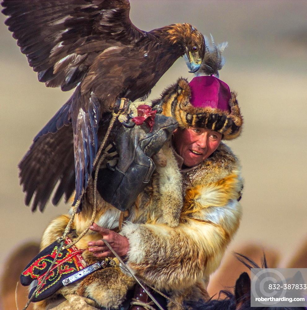 Eagle Hunter, Bayan-Olgii Province, Mongolia, Asia