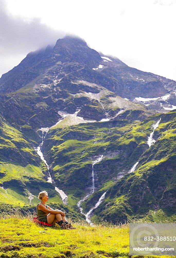 Hiker in the Nassfeld Valley, Nassfeld, Sportgstein, Gastein Valley, Hohe Tauern, Bad Gastein, Province of Salzburg, Austria, Europe