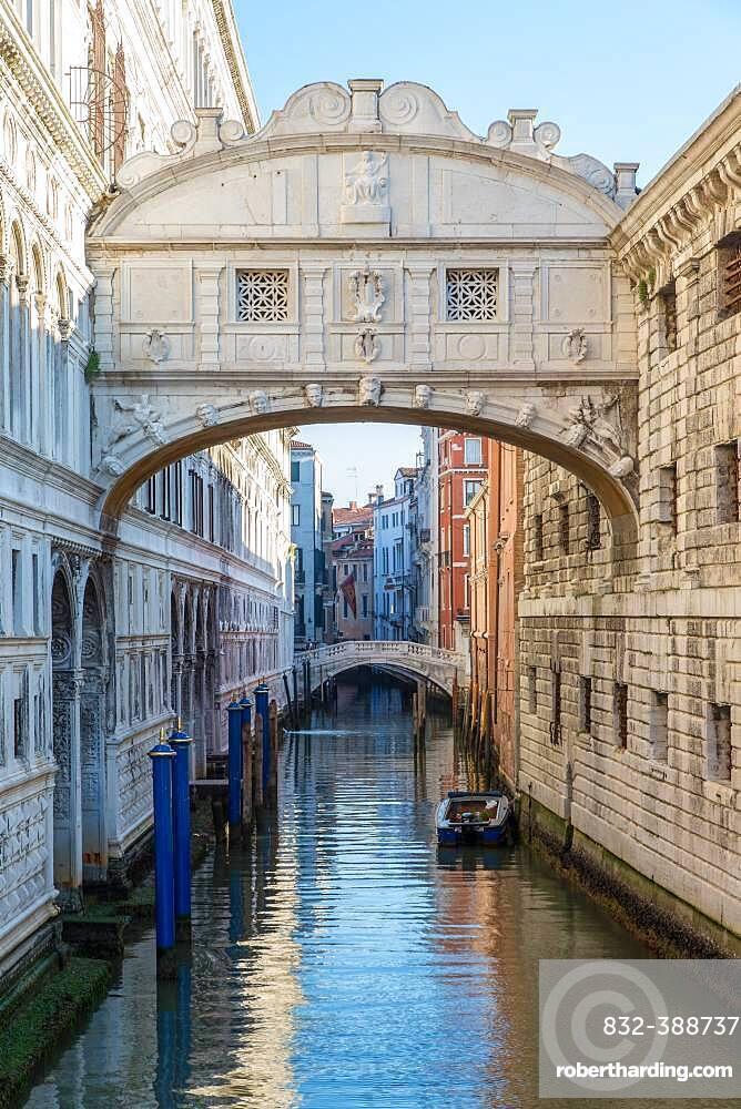 Bridge of Sighs, Doge's Palace, St Mark's Square, Venice, Italy, Europe