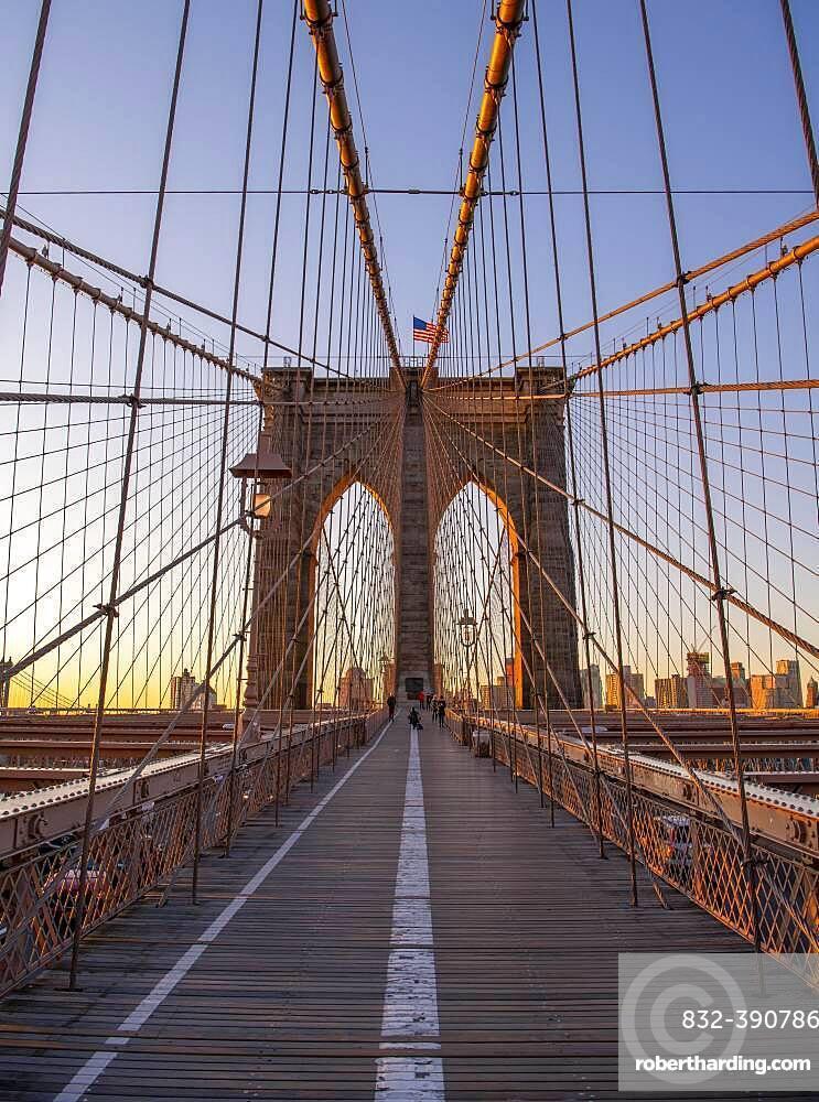 Brooklyn Bridge bei Sonnenaufgang, Brooklyn, Manhattan, New York City, New York, USA, North America