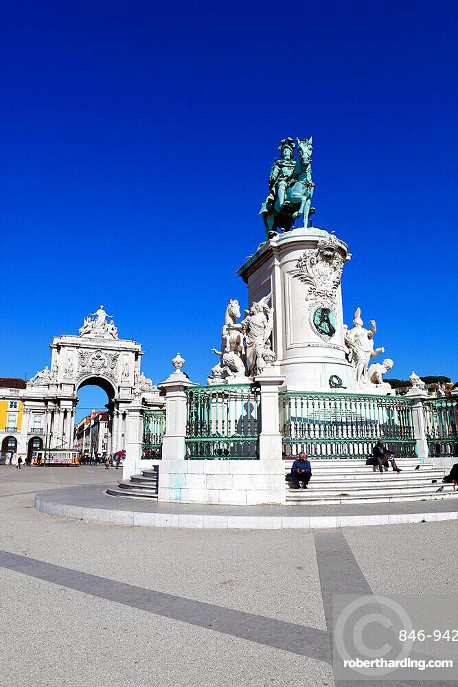 Praca do Comercio with equestrian statue of Dom Jose and Arco da Rua Augusta, Baixa, Lisbon, Portugal, Europe