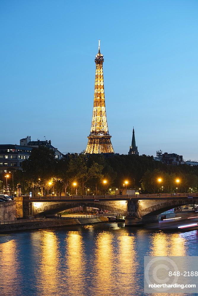 Eiffel Tower River Seine at twilight, Paris, v?le-de-France, France, Europe