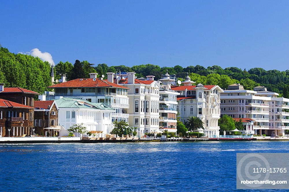 Turkey, Yenikoy, Yali on the Bosphorus