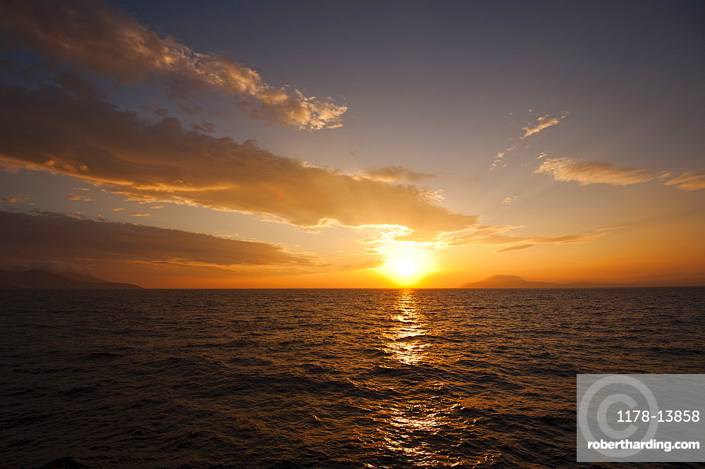 Greece, Aegean Sea horizon at sunrise