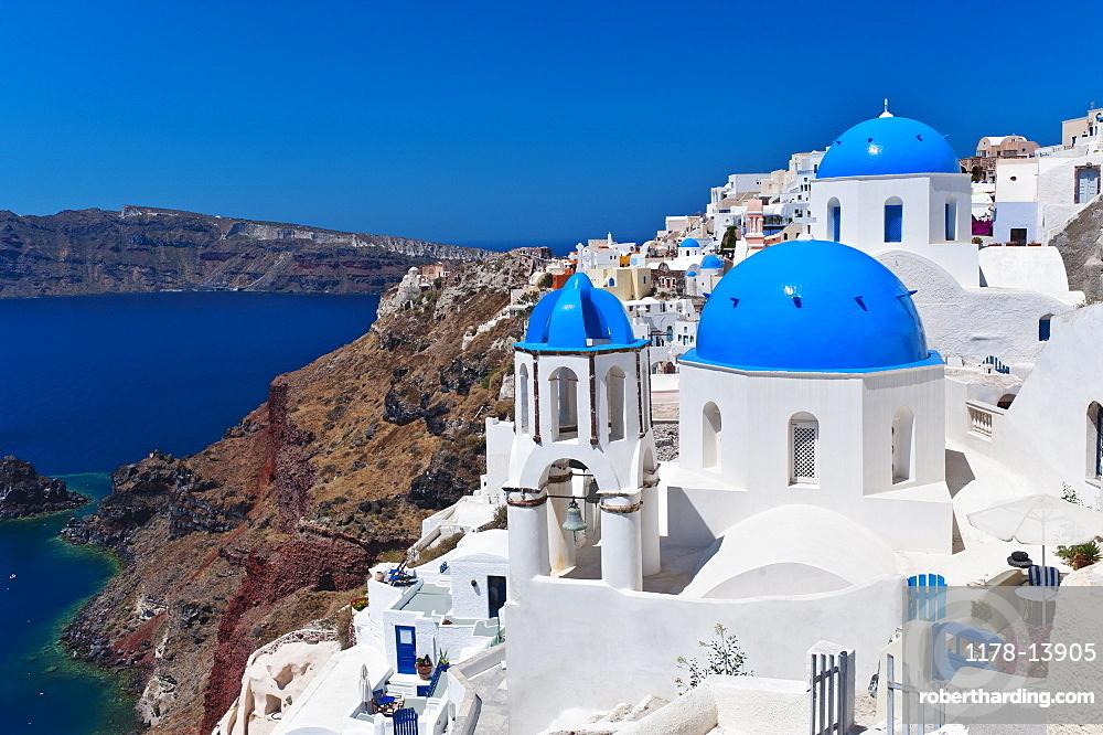 Greece, Cyclades Islands, Santorini, Oia, Town at coast