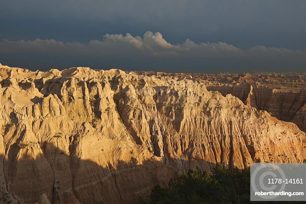USA, South Dakota, Mountains in Badlands National Park