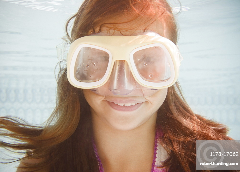 USA, New York, Girl (10-11 in swimming pool